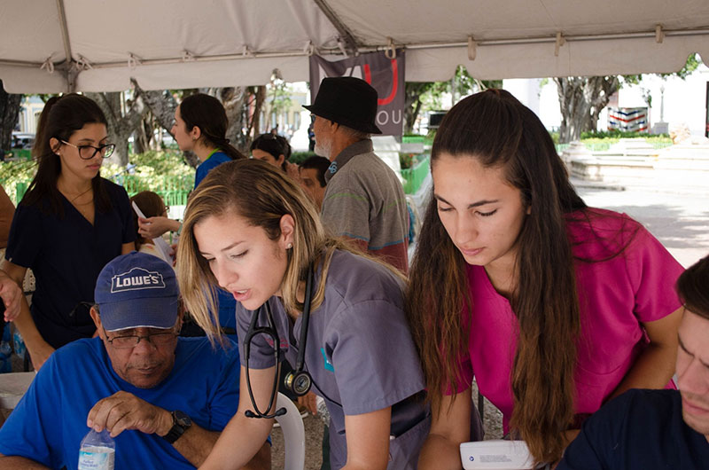 UMHS STUDENTS AT WORK IN PUERTO RICO: Med4You nonprofit members organized medical clinics in 3 Puerto Rican communities over the holiday break. Pictured: A clinic in Ponce town center. Photo: UMHS Med4You