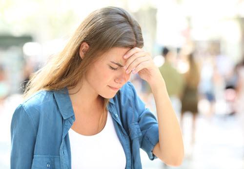 Woman that feels dizzy