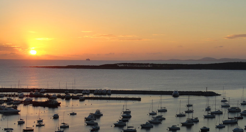 Punta_del_Este_bay_2012_-_close